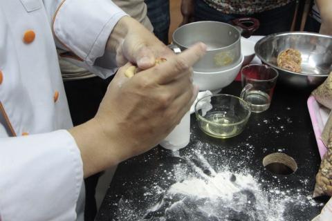 Bánh trung thu thập cẩm trứng muối
