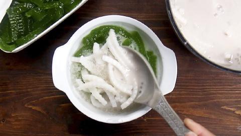 Chè dừa non thạch lá dứa