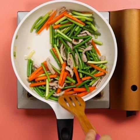 Thịt heo xào hẹ, cà rốt